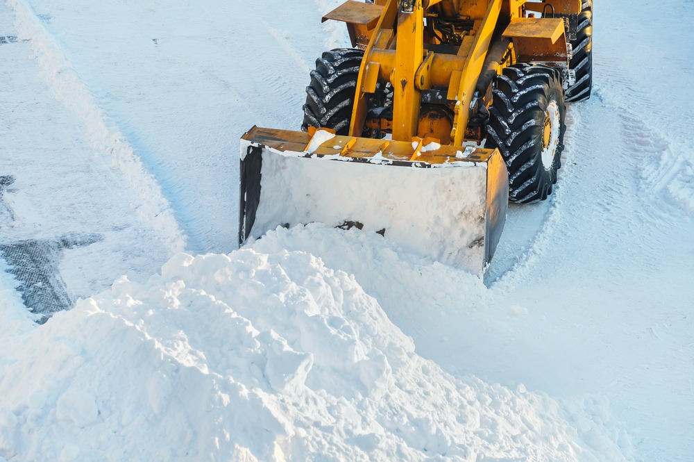 removing snow from driveway