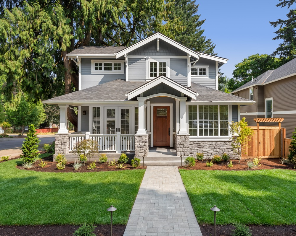 house with that has lawn care services done in Ottawa
